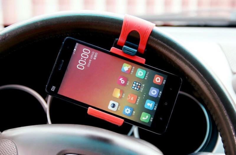 Универсальный автодержатель для смартфона на руль